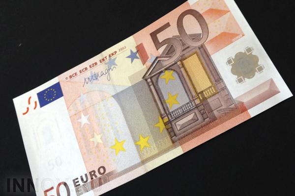 ЦБ снизил курсы доллара иевро навыходные— руб. восстанавливает позиции