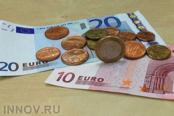 ЦБснизил официальный курс евро на14 копеек