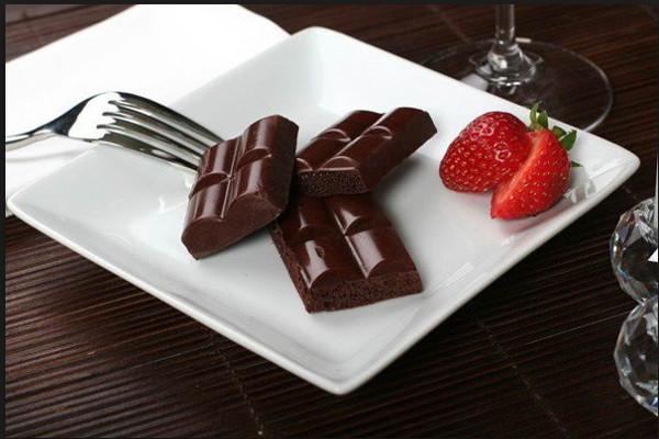 Ученые: шоколад на ленч улучшает работу мозга