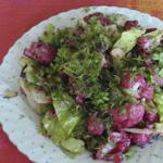Рецепты для диабетиков: раннелетний салат с жимолостью