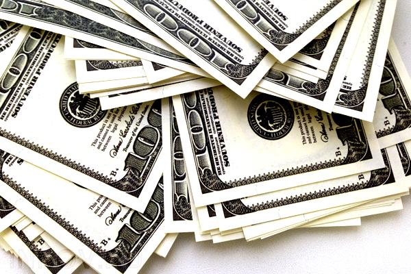 Центробанк установил официальный курс валют